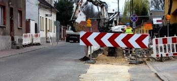 Budowa kanalizacji sanitarnej na ul. Sądowej w 2012 roku.